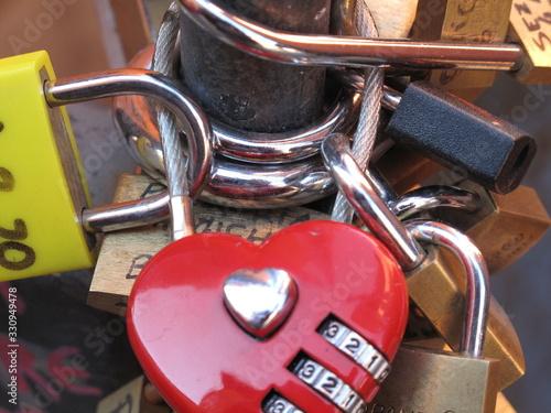 luchetti chiusi per segno di amore