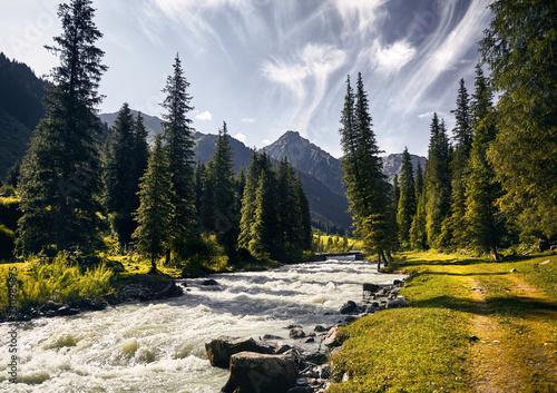krajobraz-gorska-rzeka-w-kirgistanie