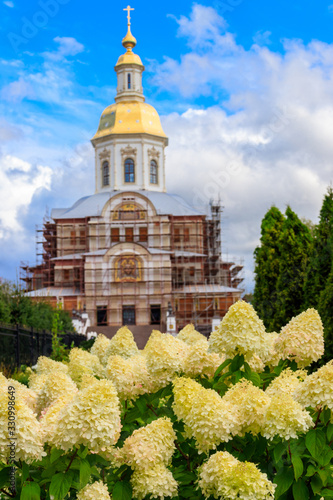 Annunciation cathedral in Holy Trinity-Saint Seraphim-Diveyevo convent in Diveye Canvas Print