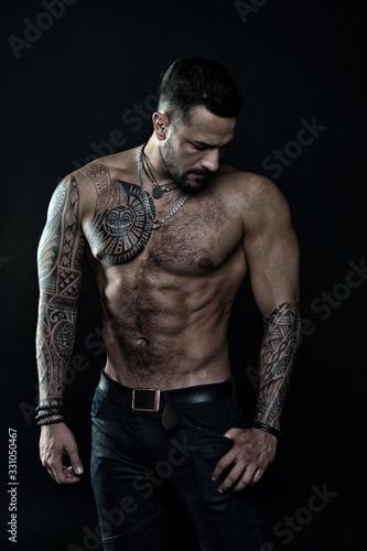 Beautiful male torso Фотошпалери