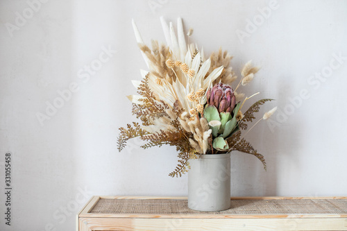 Tablou Canvas Minimalistic composition of dried flowers in cylindrical ceramic vase as home decoration