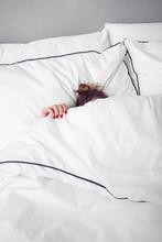 Schlafende Frau Unter Der Bett...