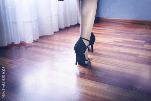 Photo Woman feet in dance position