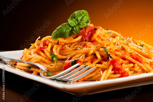 Fototapety, obrazy: Spaghetti with meat, tomato sauce and vegetables