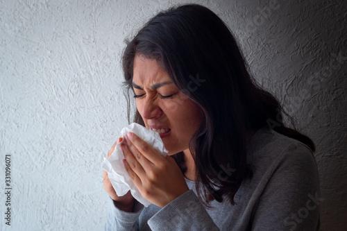 Canvastavla Paciente femenino mexicano con síntomas de gripe con mascarillas
