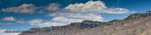 Photo Panoramic shot of the rock outcropping of the Allegheny Mountains in Monongahela