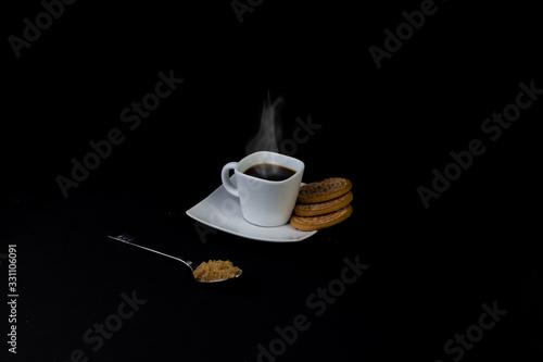 juego de tazas de café y galletas dulces
