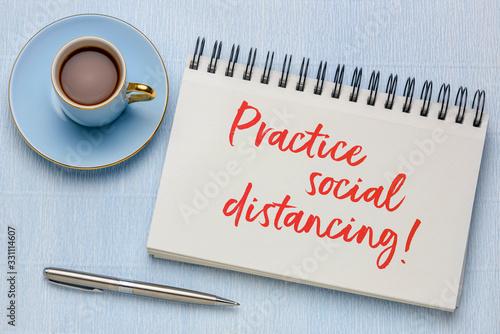 Fotografía practice social distancing text in art sketchbook