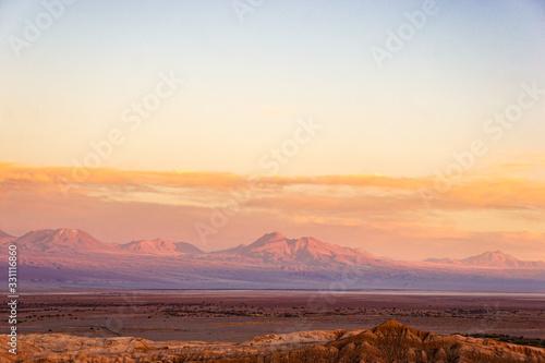 pôr do sol incrível na montanha deserto do atacama Wallpaper Mural