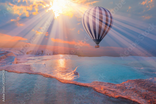 Hot air balloon flying over spectacular pamukkale - Natural travertine pools and terraces in Pamukkale Fotobehang