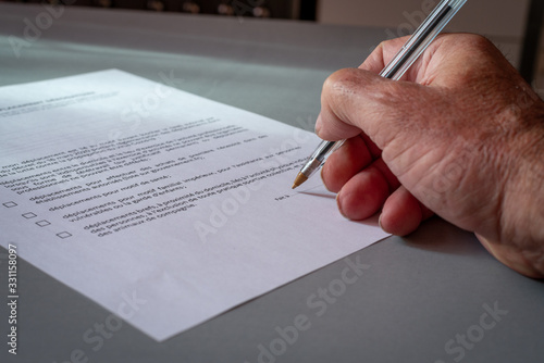 Photo Man signing  french authorization to go out side, close up