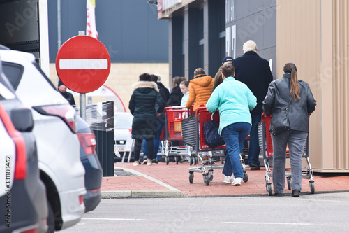 Fotografie, Obraz magasin coronavirus ouverture crise pandemie epidemie covid-19 confinement alime