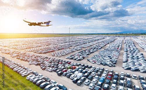 Fototapeta Autonoleggio macchine aeroporto internazionale di Dubai, Emirati Arabi obraz