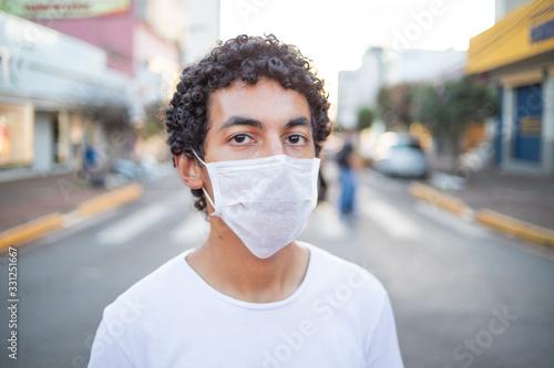 Homem com máscara de proteção Canvas Print