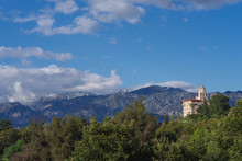The Landmark Courthouse Of Appeals Building Overlooking The Arroyo Seco In Pasadena, San Gabriel Valley, And Snow Dusted Mountains In The Background.