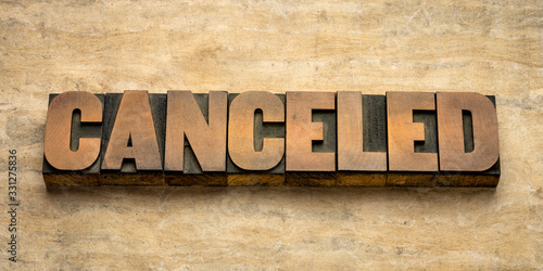 Fotomural canceled word abstract in wood type