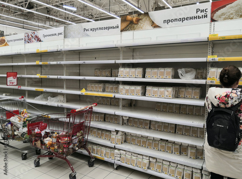 Nearly empty store shelves in the groats department of the supermarket Tapéta, Fotótapéta