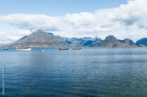 Photo bateaux au loin, mer calme