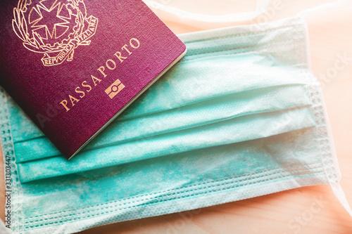 Photo Coronavirus, bloccati gli arrivi in aeroporto da e per l'Italia, controllo passaporto per turisti