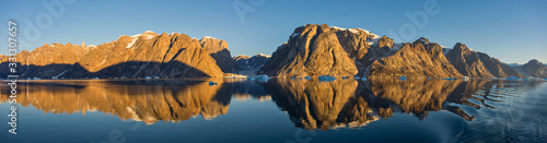 Photo Beautiful landscape with iceberg in Greenland at summer time