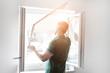 canvas print picture - freundlicher Handwerker montiert Insektenschutzgitter bei einem Kunden zu Hause