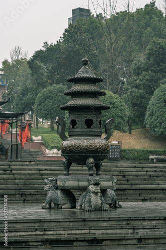 Photo Traditional bronze censer burner on stone turtle statue in Huayan Temple