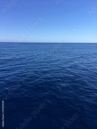 Blue sky horizon on the ocean