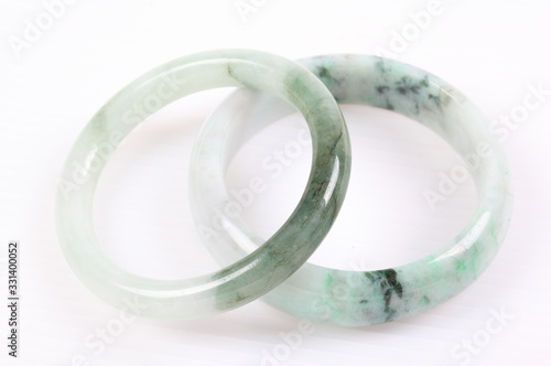 Photo Jade bracelet on white background