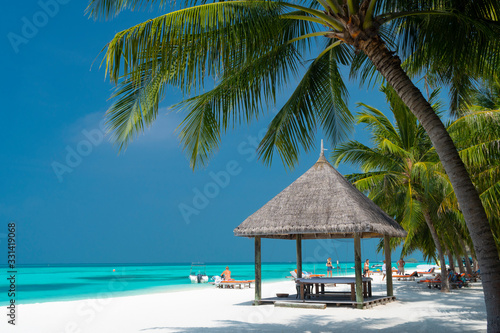 Fotografia Sandy beach of tropical island in the Maldives