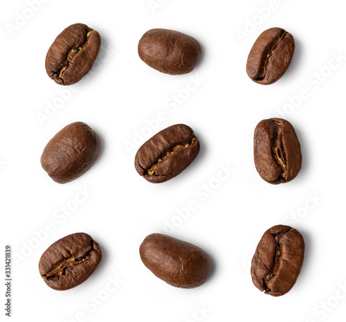 Fototapeta roasted coffee beans on white background. obraz