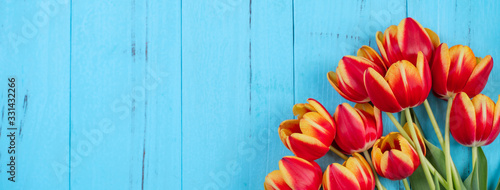 Photo Tulip flower bunch, Mother's Day Design Concept - Beautiful Red, yellow bouquet
