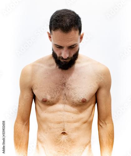 hombre joven, mirando hacia abajo con el torso desnudo sobre un fondo blanco Wallpaper Mural