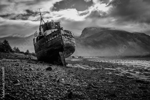 Corpach shipwreck at Loch Linnhe Fototapeta