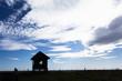 日本・北海道の多和平展望台、小屋のシルエット