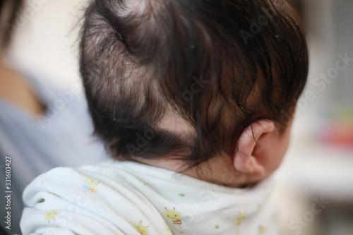 Obraz 赤ちゃんの抜け毛 - fototapety do salonu