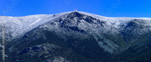 La Bola del Mundo o alto de las Guarramillas es una montaña de Madrid (España) Fotobehang