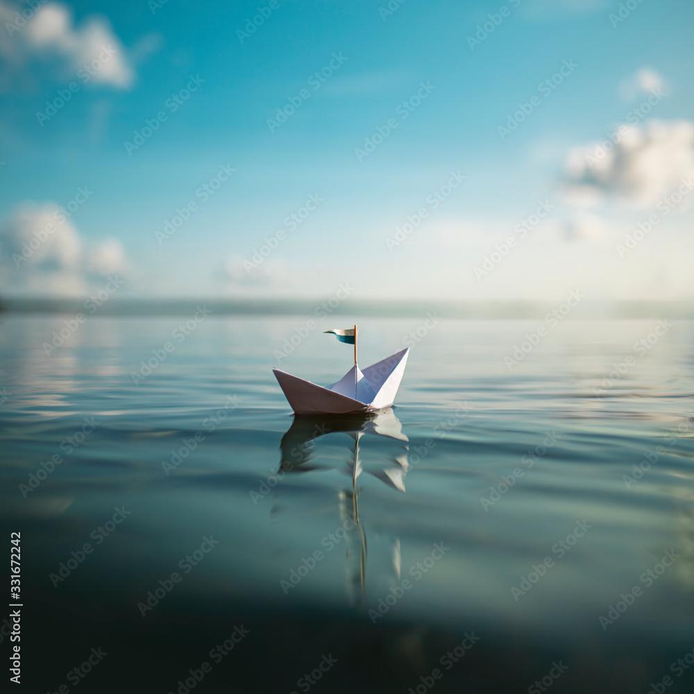 Fototapeta Freiheit - kleines Papierschiff auf dem Meer