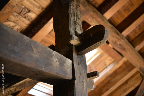 Photo Detalle de nudo estructural en una construcción antigua de madera