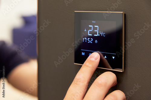 Obraz electronic floor heating setting, on the touch screen - fototapety do salonu