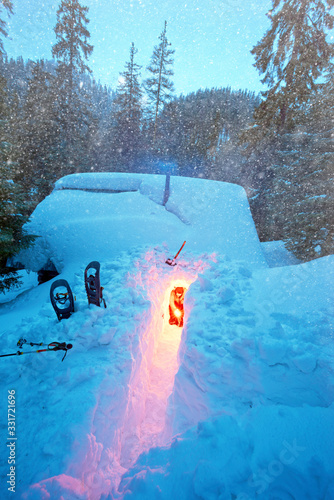 Foto Snow avalanche mountain shelter