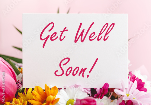 Get Well Soon card in flower bouquet on pink background Tablou Canvas