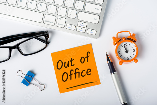 Canvas Print Out of office - memo on office workplace