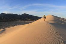Hiking Kelso Dunes, Mojave National Preserve