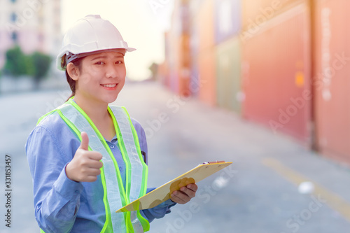 Fotografia shipping worker show thumbs up sign for good work job done with shipyard import export cargo background