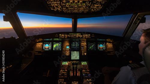 Obraz na plátně Sunset in the flightdeck of the Airbus A320