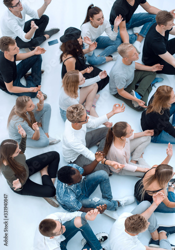 Cuadros en Lienzo group of diverse young people meditate sitting on the floor.