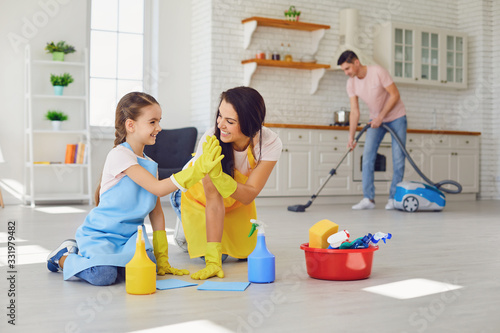 mata magnetyczna Happy family cleans the room in the house.