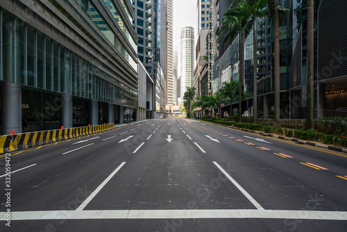 Fototapeta Quiet Singapore street with less tourists and cars during the pandemic of Coronavirus disease (COVID-19). obraz