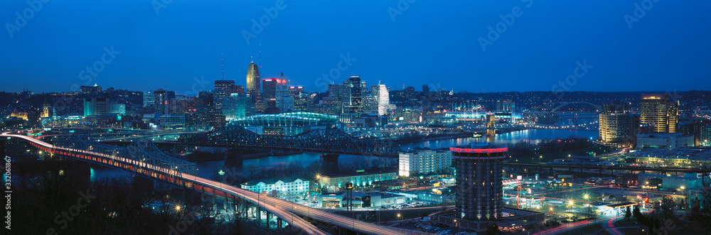 Fototapeta Panoramic night shot of Cincinnati skyline and lights, Ohio and Ohio River as seen from Covington, KY
