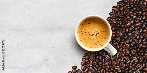 Obraz cup of coffee and bean on cement table background - fototapety do salonu